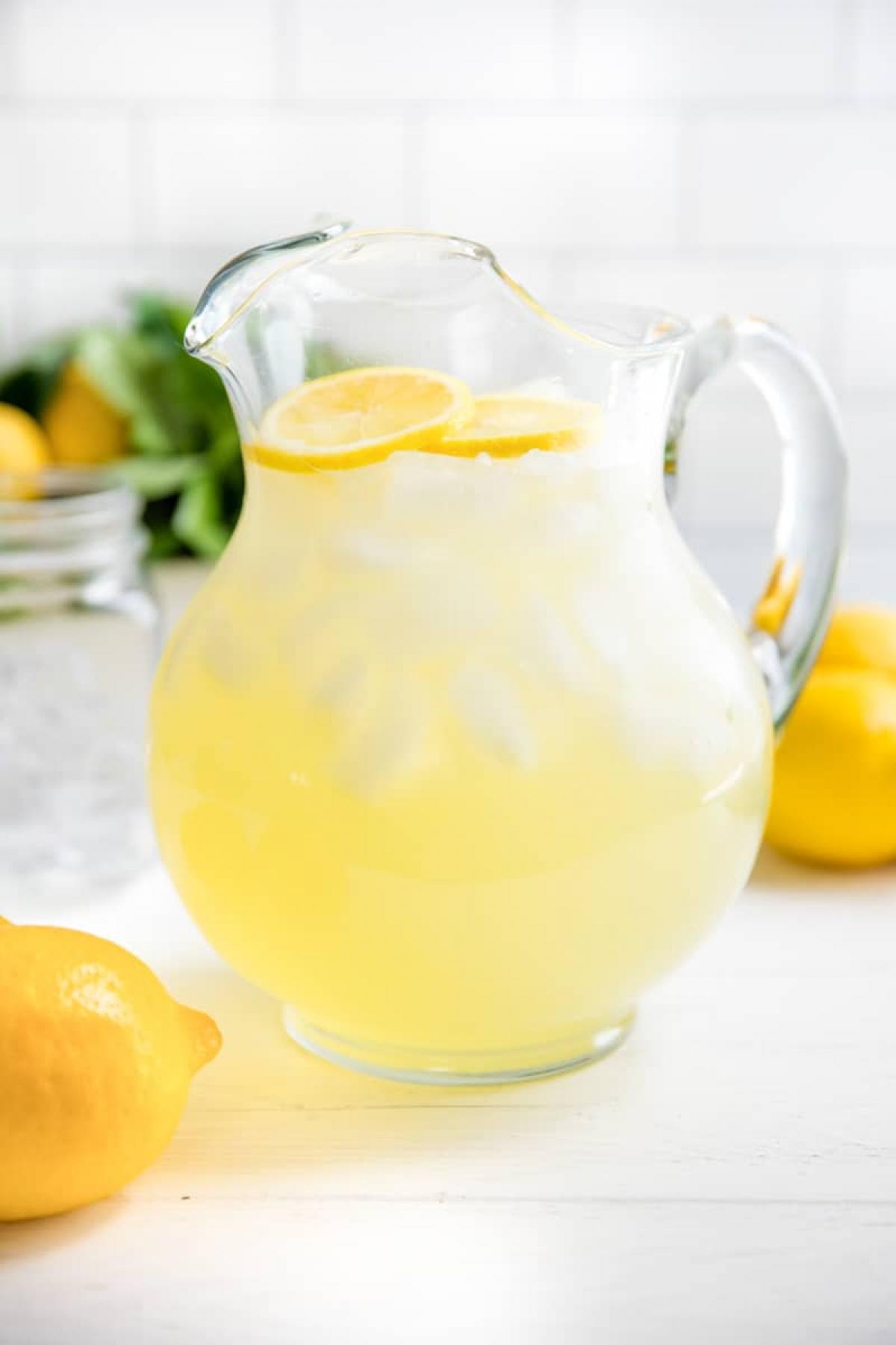 Limonada com hortelã e canela